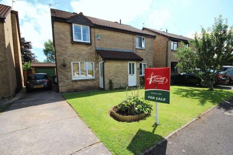 3 Bedrooms Semi Detached House for sale in Drury Close, Thornhill