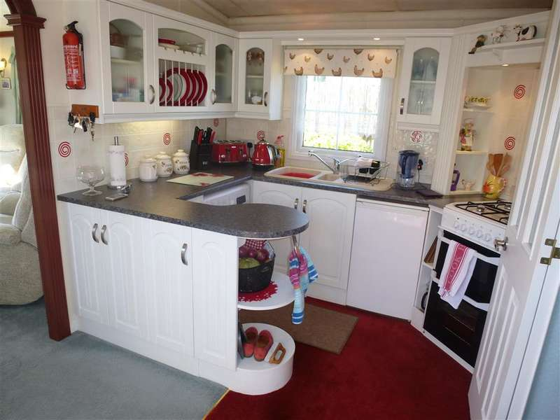 2 Bedrooms Detached House for sale in Little Venice, Yalding, Maidstone, Kent