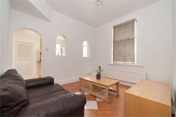 2 Bedrooms Maisonette Flat for sale in Lyndhurst Road, London