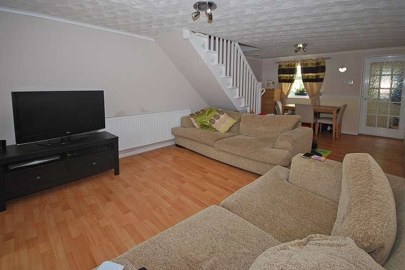 2 Bedrooms Terraced House for sale in Cefn Road, Rogerstone, Newport, South Wales. NP10 9AQ