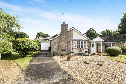 3 Bedrooms Bungalow for sale in Tor-O-Moor Gardens, Woodhall Spa