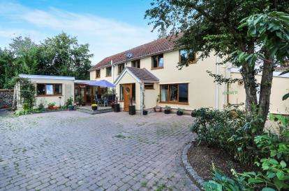4 Bedrooms Detached House for sale in Fornham All Saints, Bury St. Edmunds, Suffolk