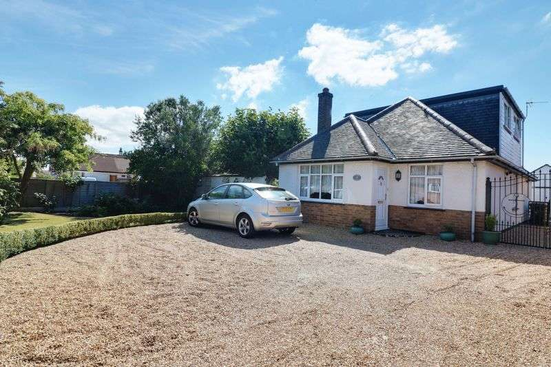 3 Bedrooms Property for sale in Selsmore Road, Mengham, Hayling Island