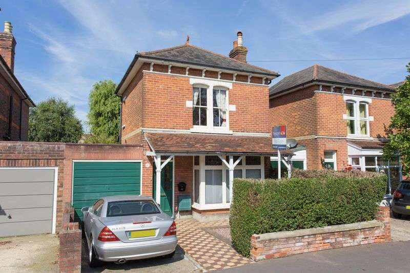 3 Bedrooms Detached House for sale in Beechworth Road, Havant