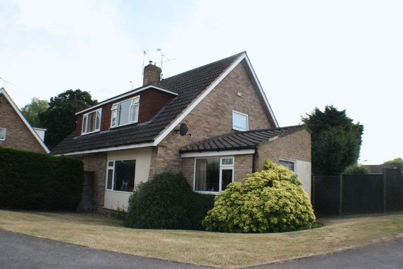 3 Bedrooms Semi Detached House for sale in Hazel Drive, Woodley