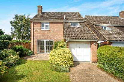 3 Bedrooms Detached House for sale in Salisbury, Wiltshire, United Kingdom