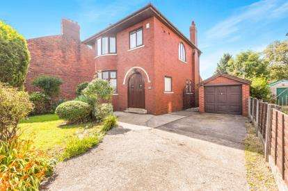 3 Bedrooms Detached House for sale in Leyland Road, Penwortham, Preston, Lancashire