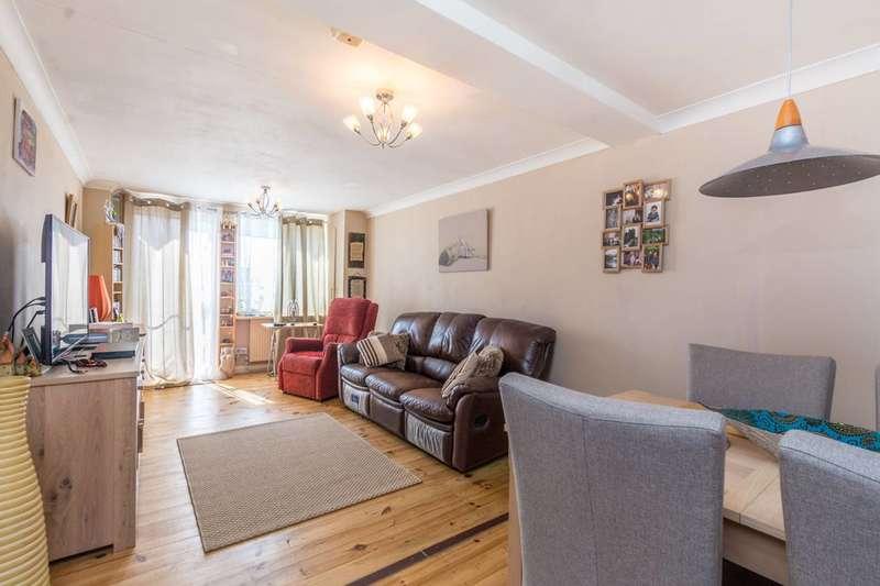 2 Bedrooms Flat for sale in Evering Road, Stoke Newington, N16