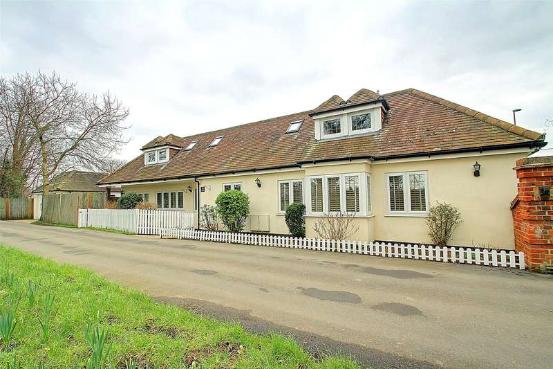 4 Bedrooms Detached House for sale in Abbey Chase, Bridge Road, Chertsey, Surrey, KT16