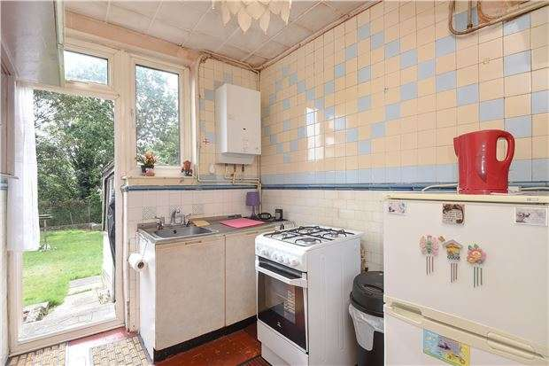 3 Bedrooms Property for sale in Leithcote Gardens, LONDON, SW16