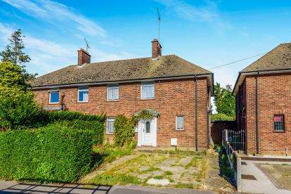 3 Bedrooms Semi Detached House for sale in Rochford, Essex, United Kingdom