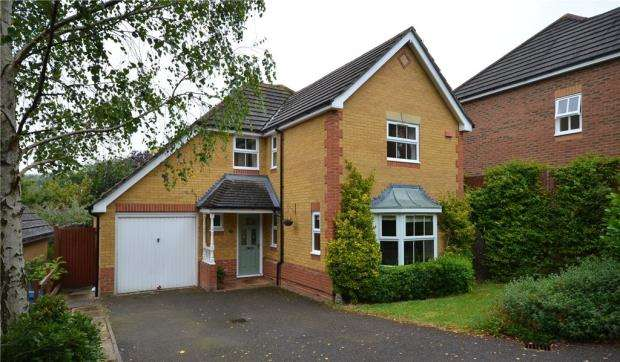 4 Bedrooms Detached House for sale in Silvester Way, Church Crookham, Hampshire