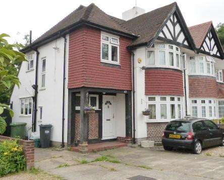 3 Bedrooms Semi Detached House for sale in High Street, Cranford, Middlesex, TW5 9RQ