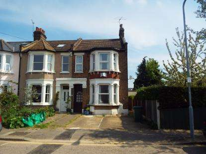 2 Bedrooms Flat for sale in Ilford, London, Essex