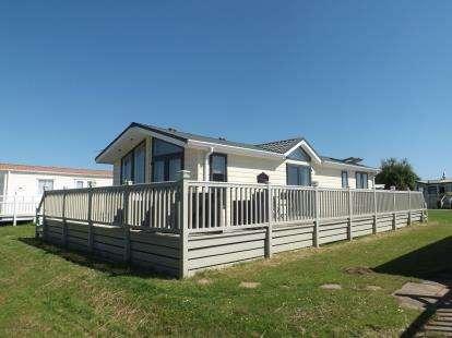 2 Bedrooms Bungalow for sale in Anchor Lane, Ingoldmells, Skegness