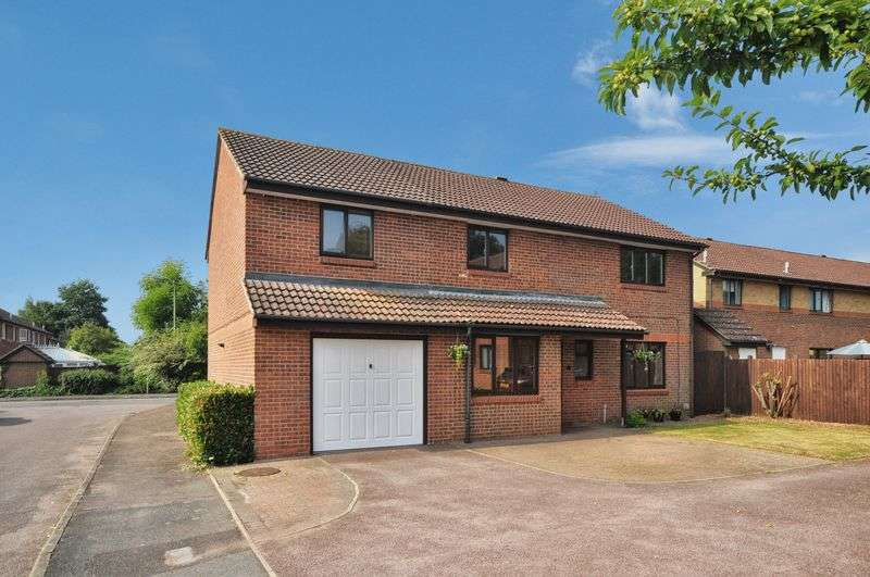 5 Bedrooms Detached House for sale in Rau Court, Caversfield