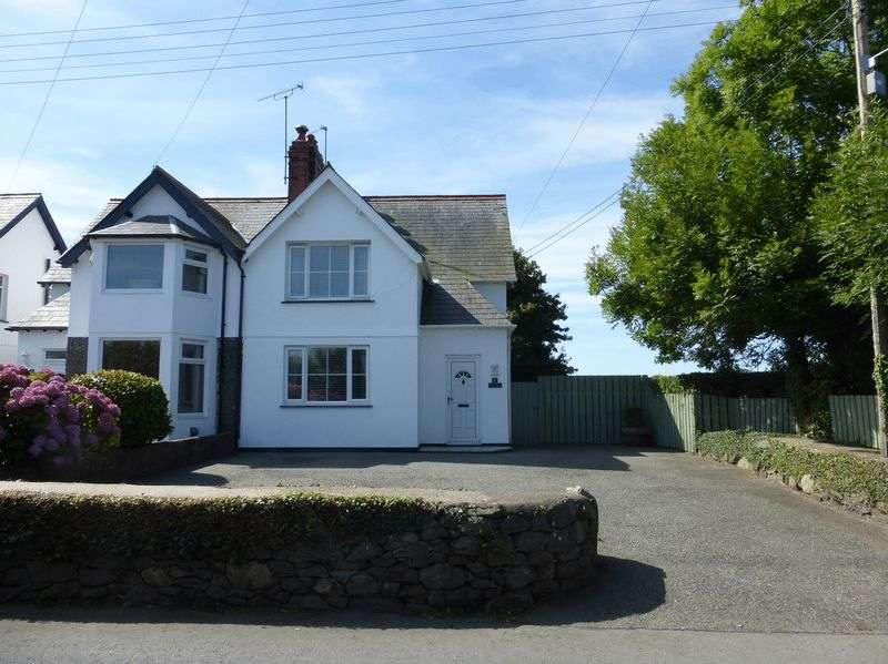 3 Bedrooms Semi Detached House for sale in Efailnewydd