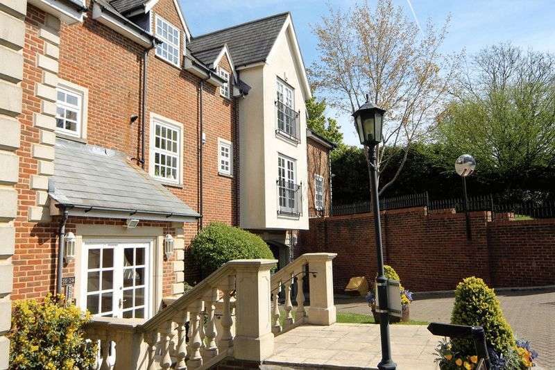 2 Bedrooms Flat for sale in Park Lane, Stanmore