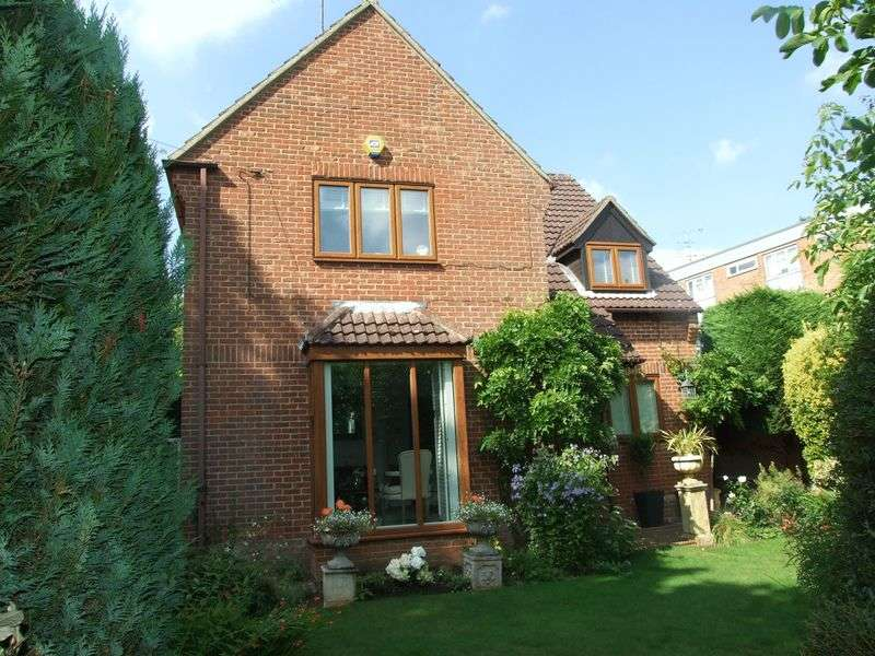 4 Bedrooms Detached House for sale in Old Road, Old Harlow, Essex
