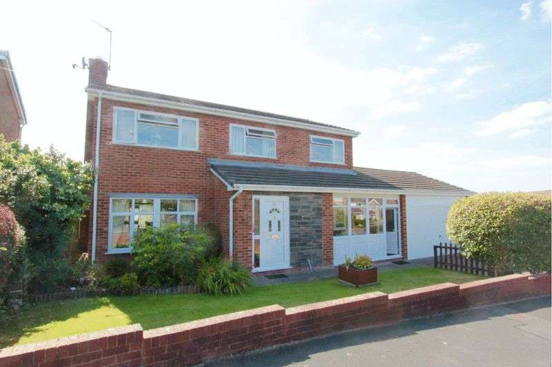 4 Bedrooms Detached House for sale in Bishops Walk, St. Asaph