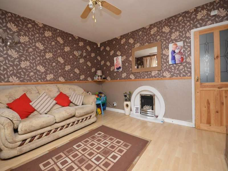 2 Bedrooms Semi Detached House for sale in Crescent Drive, Little Hulton, Manchester, M38