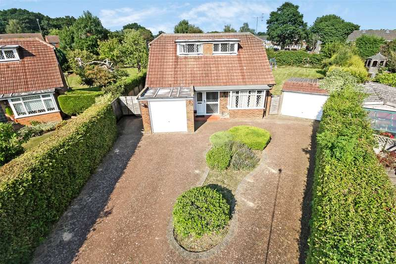 3 Bedrooms Detached Bungalow for sale in Kingsley Close, Horley, RH6