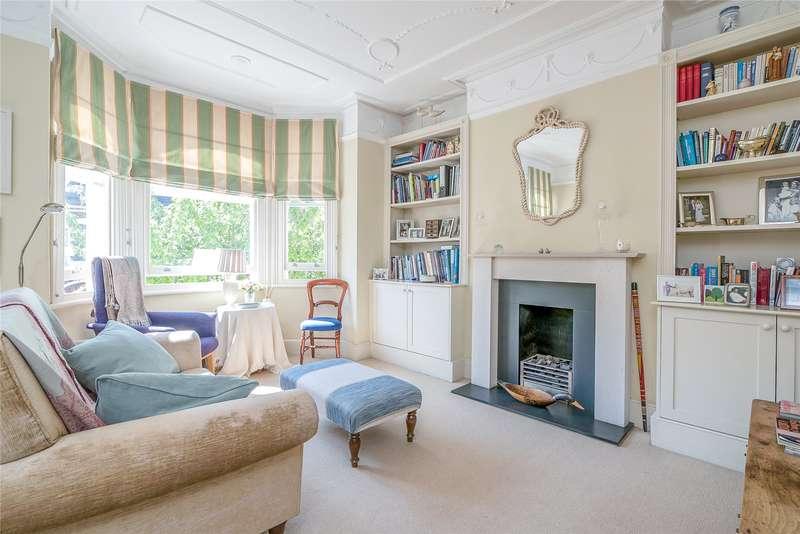 2 Bedrooms Maisonette Flat for sale in Harbut Road, London, SW11