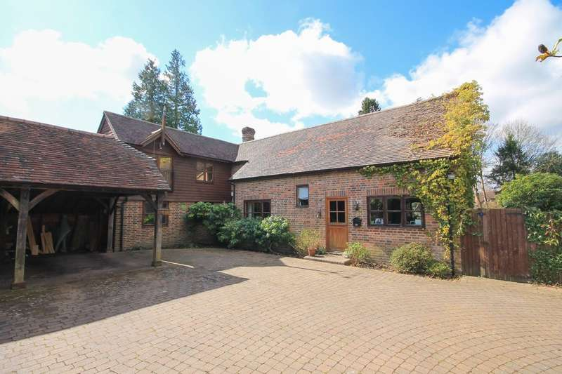 4 Bedrooms Detached House for sale in Standen Close, Felbridge