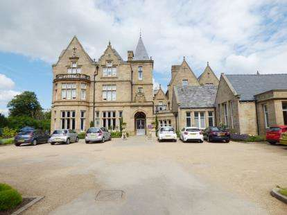 2 Bedrooms Flat for sale in St Elphin's House, Dale Road South, Matlock, Derby