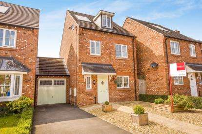 4 Bedrooms Link Detached House for sale in Meadow Close, Coppull, Chorley, Lancashire