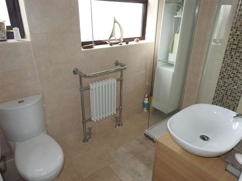 3 Bedrooms Property for sale in Brixham Road, Hucknall, Nottingham