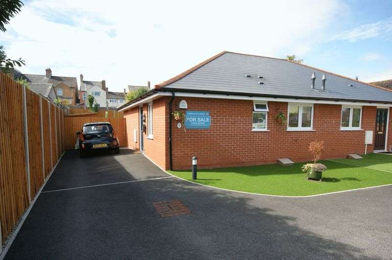 2 Bedrooms Semi Detached Bungalow for sale in BISHOPS HULL