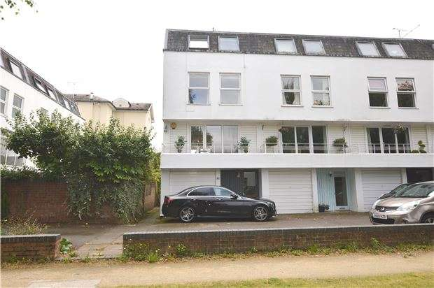 4 Bedrooms End Of Terrace House for sale in Albert Court, Central Cross Drive, CHELTENHAM, Gloucestershire, GL52 2TW