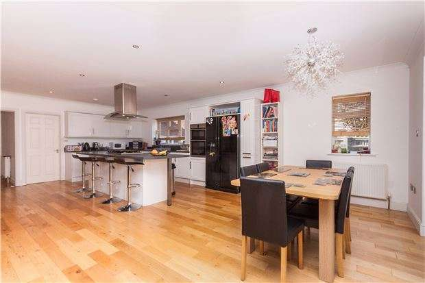 6 Bedrooms Detached House for sale in Glenthorn Road, BEXHILL-ON-SEA, East Sussex, TN39 3QH
