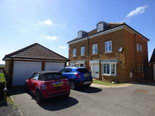 3 Bedrooms Semi Detached House for sale in Hedgers Way, Kingsnorth, Ashford, Kent