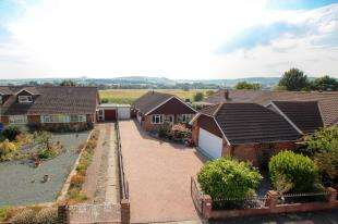 3 Bedrooms Bungalow for sale in Dawn Crescent, Upper Beeding, Steyning, West Sussex