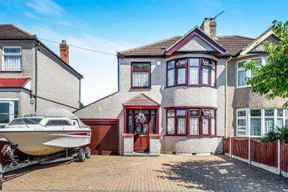 3 Bedrooms Semi Detached House for sale in Collier Row, Essex, Romford