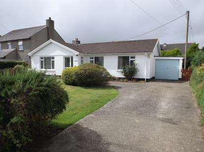 3 Bedrooms Bungalow for sale in Leedstown, Hayle, Cornwall
