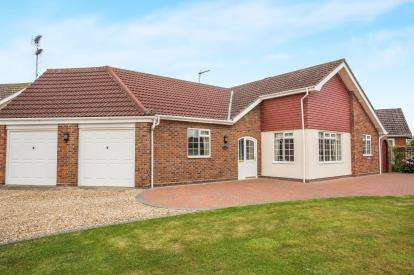 2 Bedrooms Bungalow for sale in North Walsham, Norwich, Norfolk