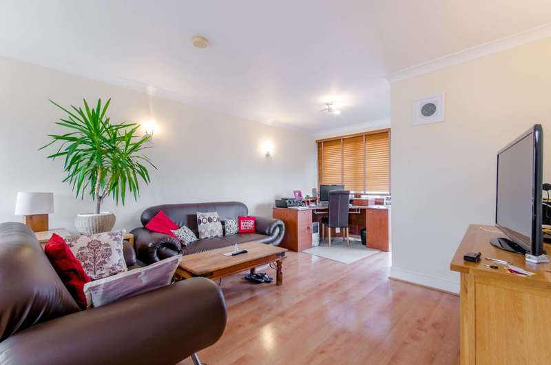 2 Bedrooms Flat for sale in Vantage Mews, Canary Wharf, E14
