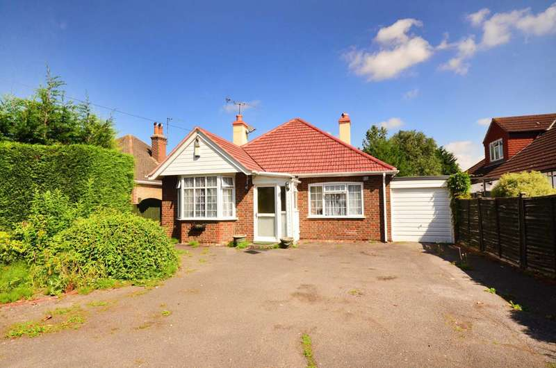 4 Bedrooms Bungalow for sale in Green Lane, Chertsey, KT16