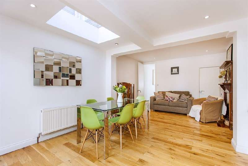 3 Bedrooms House for sale in Fortis Green Cottages, N2