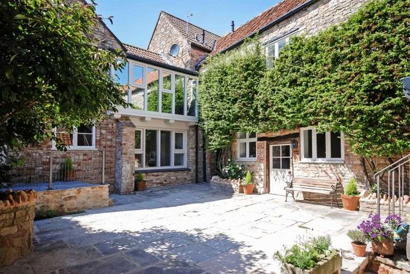 2 Bedrooms House for sale in CENTRAL WELLS