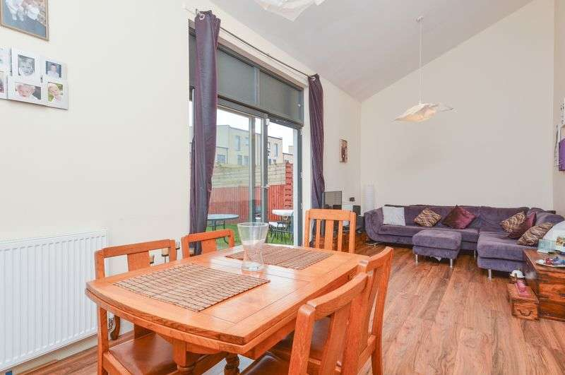2 Bedrooms Terraced House for sale in 3 Woolmet Place, Craigmillar, Edinburgh, EH16 4GY