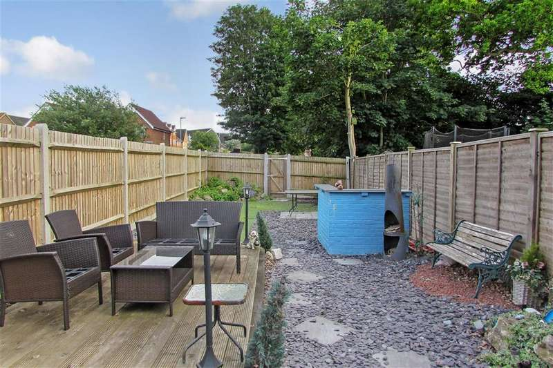 3 Bedrooms Semi Detached House for sale in Gleneagles Drive, Maidstone, Kent