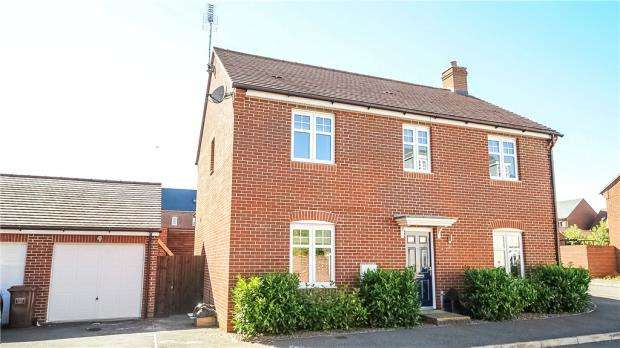 4 Bedrooms Detached House for sale in Pheasant View, Bracknell, Berkshire