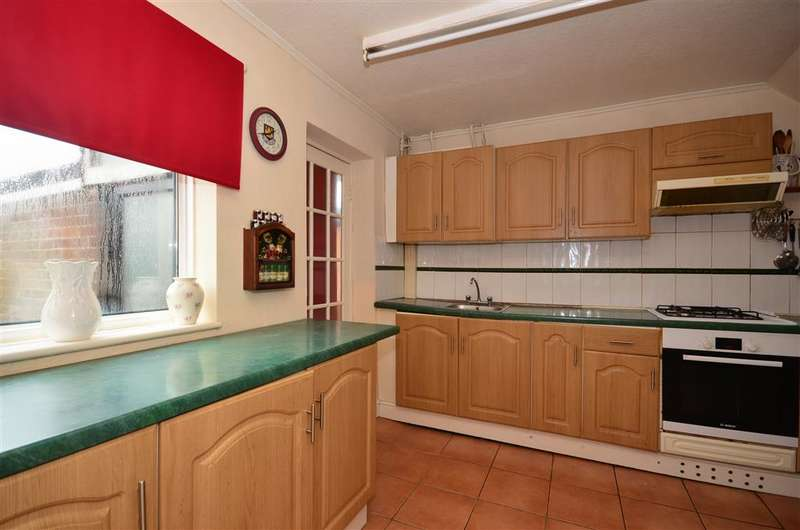 3 Bedrooms Semi Detached House for sale in Tylers Close, Loughton, Essex