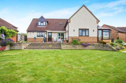 4 Bedrooms Detached House for sale in The Pasture, Somersham, Huntingdon, Cambridgeshire