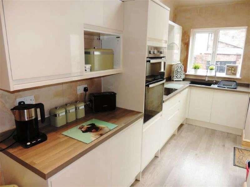 2 Bedrooms Property for sale in Edge Lane, Droylsden, Manchester