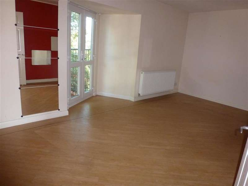 2 Bedrooms Maisonette Flat for sale in Rochester Road, Gravesend, Kent